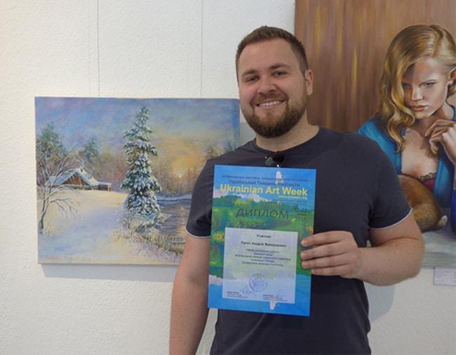 художник Пугач Андрей на выставке картин